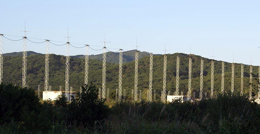 авиационные (elt - emergency locator transmitter), морские (epirb) и переносные для использования на суше (plb